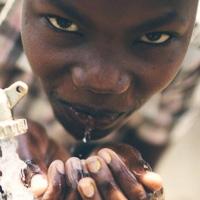 Phát minh nhỏ bé này sẽ cứu hàng triệu người trên thế giới khỏi tình trạng thiếu nước sạch