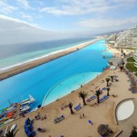 Bể bơi lớn nhất thế giới thừa chỗ lướt thuyền buồm
