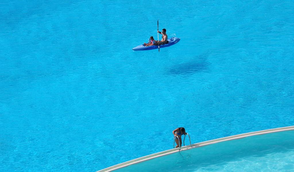 Bể bơi này dài 1.013 m và chỗ sâu nhất là 3,5 m.