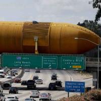 Cách vận chuyển bình chứa nhiên liệu tên lửa nặng 30 tấn qua khu dân cư