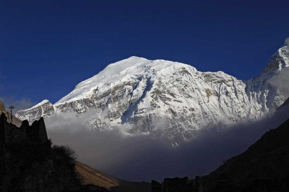 Núi Gangkhar Puensum