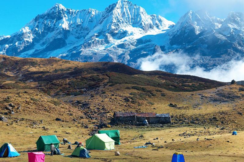 Kanchenjunga (chiều cao: 8.586m)