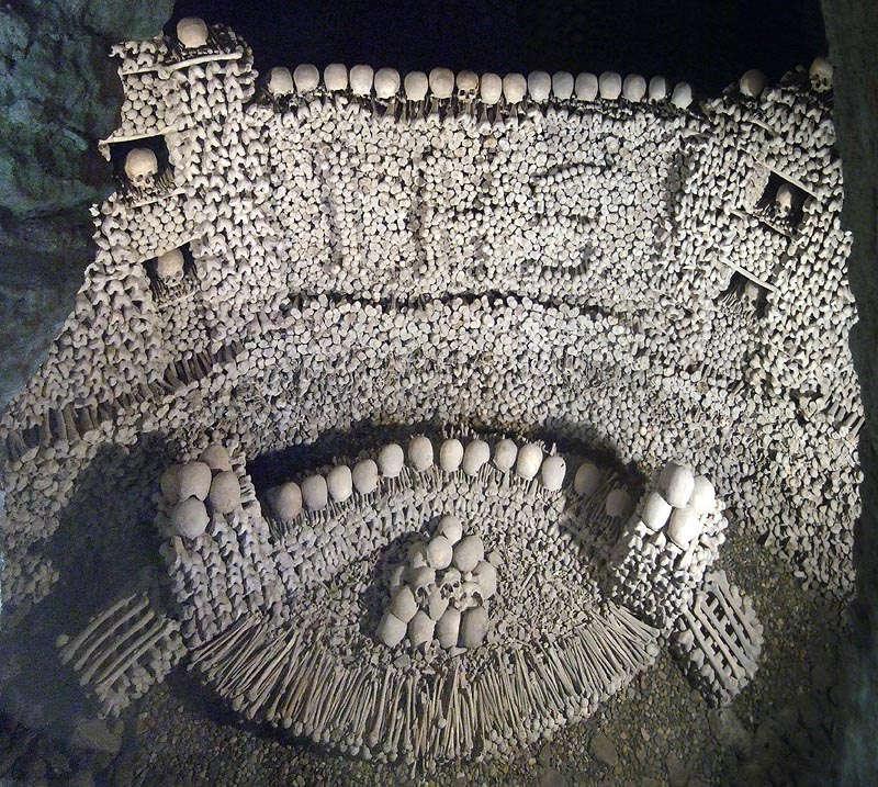 Hình ảnh rợn người về sự chết chóc tại Beinhaus, Eggenburg, Áo