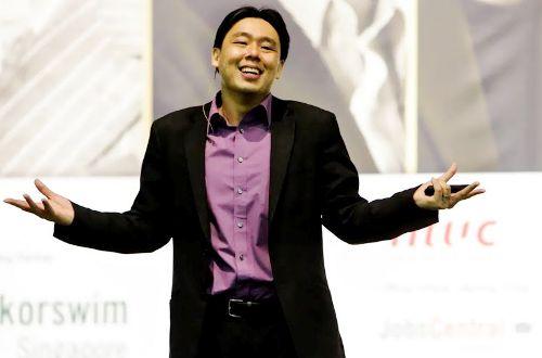 """Triệu phú trẻ tuổi Adam Khoo - tác giả của 13 cuốn sách thuộc hàng """"best sellers"""" bán chạy nhất."""