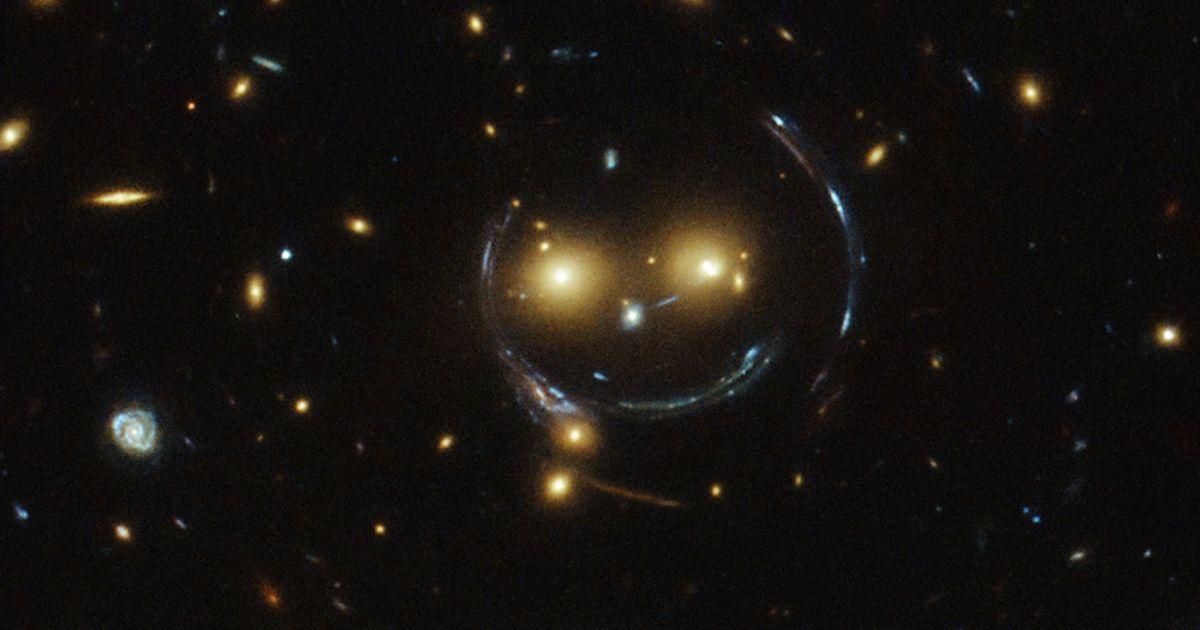 """Kính viễn vọng Hubble tìm thấy """"mặt cười"""" trong chòm sao Ursa Major"""