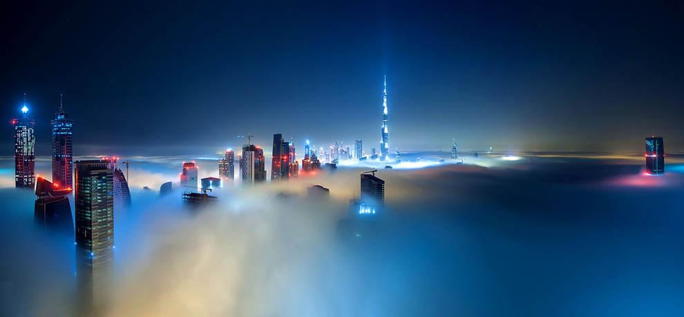 Sương mù trên những tòa nhà cao tầng ở Dubai