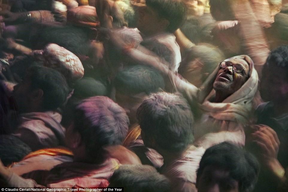 Lễ hội Holi ở Ấn Độ tôn thờ tình yêu, mừng mùa xuân đến