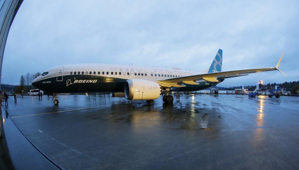 Vào lúc 11h40 ngày 23/5, tại Phủ Chủ tịch ở Hà Nội (Việt Nam), Hãng hàng không thế hệ mới Vietjet (Việt Nam) và Tập đoàn chế tạo máy bay Boeing (Mỹ) đã ký hợp đồng đặt mua 100 máy bay B737 MAX 200, trị giá 11,3 tỷ USD trước sự chứng kiến của Tổng thống Obama.