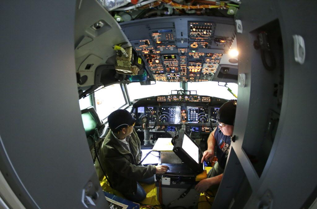 Ngày 23/7/2013, Boeing hoàn thành cấu hình cho 737 Max 8. Tiếp đến, tháng 12/2014, Boeing ra mắt phiên bản mở rộng của 737 Max 8, đặt tên là 737 Max 200.