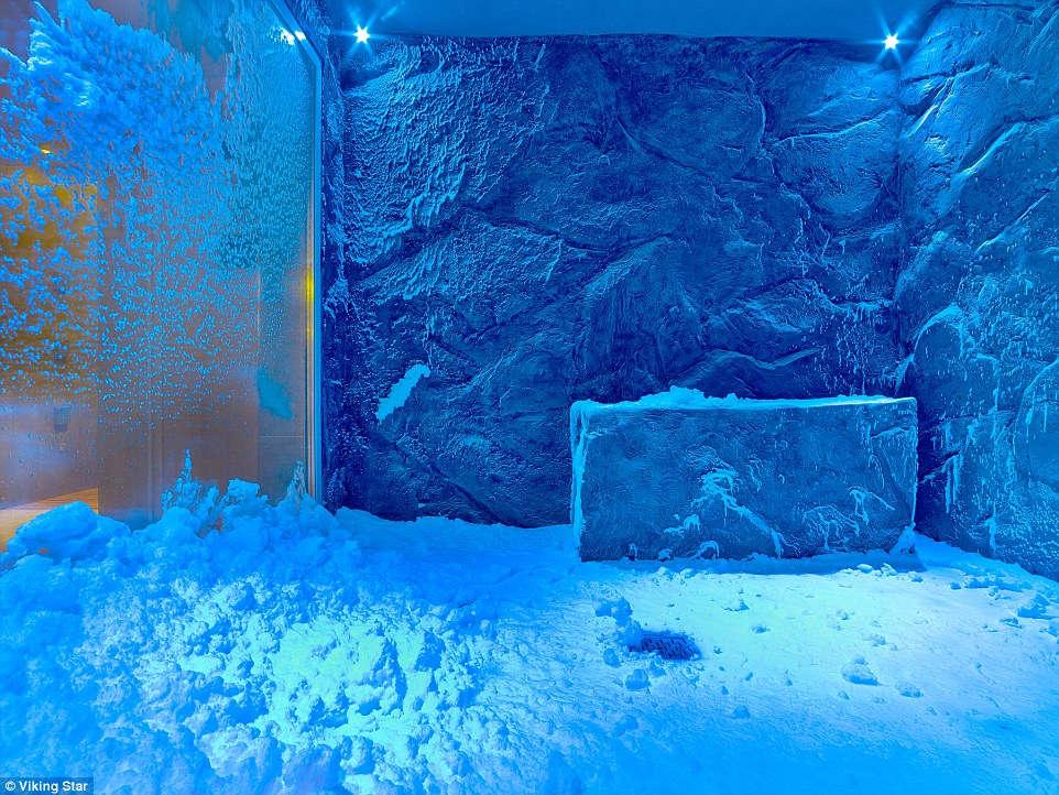 Spa được lắp đặt giống như một căn phòng đầy tuyết