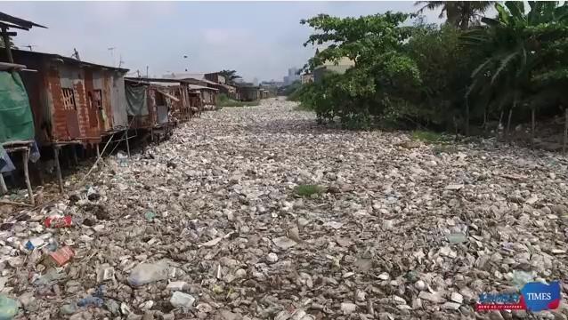Kênh rạch và sông ngoài ở Phnom Penh ô nhiễm trầm trọng.