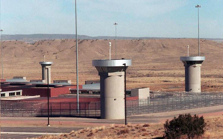 Nhà tù này được đặt tại thành phố Flroence, bang Colorado.