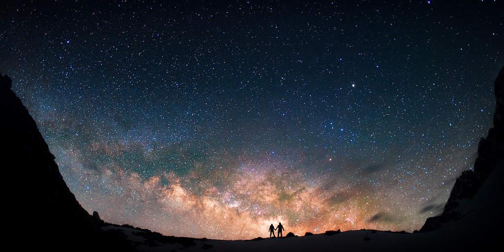 Cả vũ trụ như nằm trong tầm mắt.
