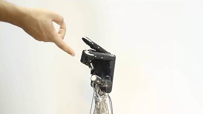 Trong tương lai, bàn tay này có thể được gắn vào một robot pha chế cà phê.