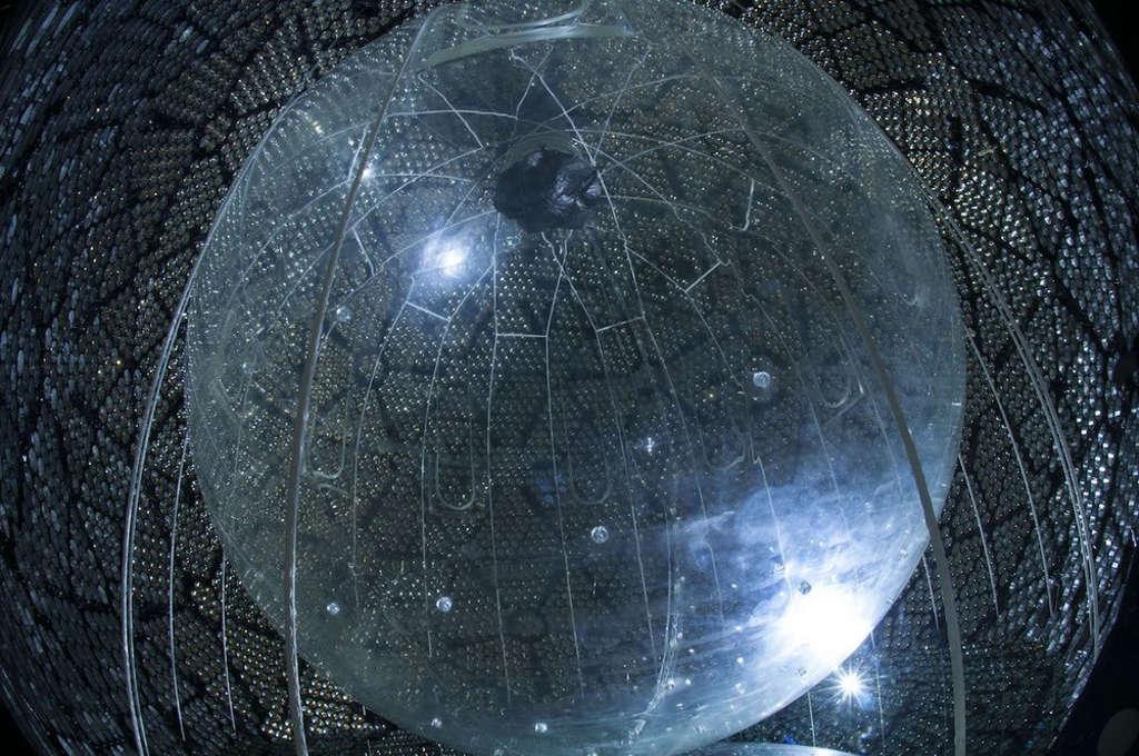 Đài quan sát Sudbury Neutrino (SNO) nghiên cứu mọi thứ về neutrino.