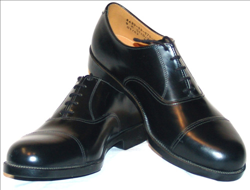 Làm sạch giày da