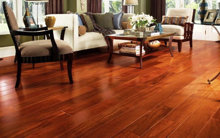 Sàn gỗ tự nhiên có chất lượng bền đẹp hơn.