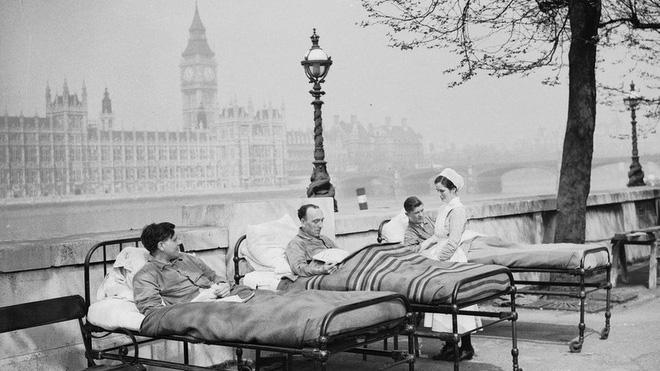 Hít khí trời – Cách chữa bệnh lao tại London vào năm 1936.