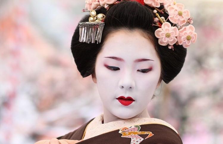 Sẽ không ngoa nếu ví geisha là người tạo nên xu hướng ở Nhật.