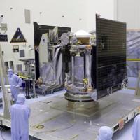 NASA cử tàu vũ trụ đi chở đất