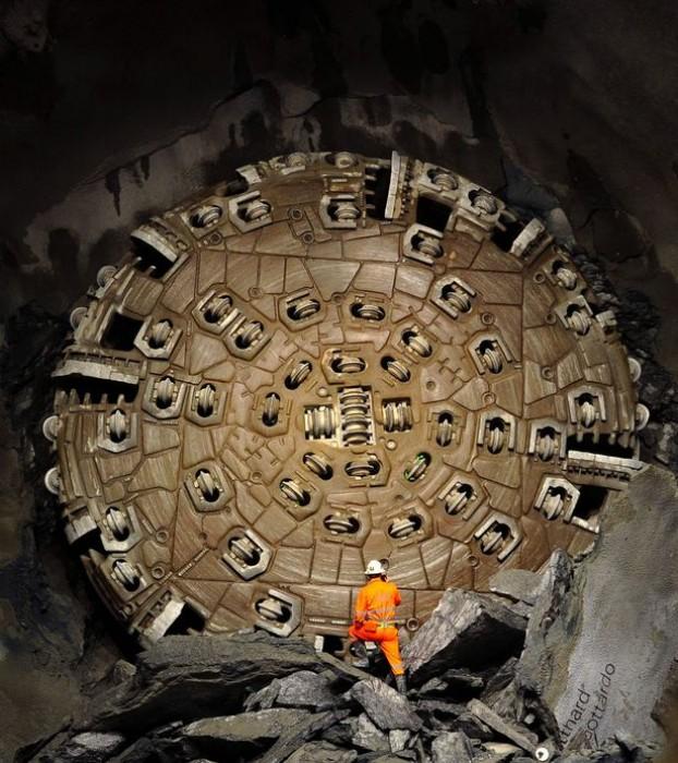 Máy đào đường hầm khổng lồ được sử dụng trong dự án GBT.