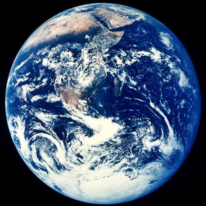 Anh em sinh đôi với trái đất