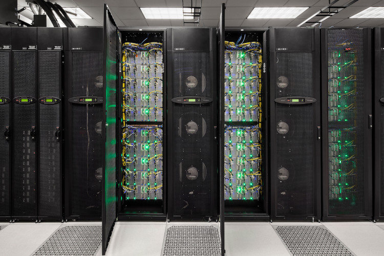 Dàn siêu máy tính Stampede được sử dụng để giải bài toán khó này.