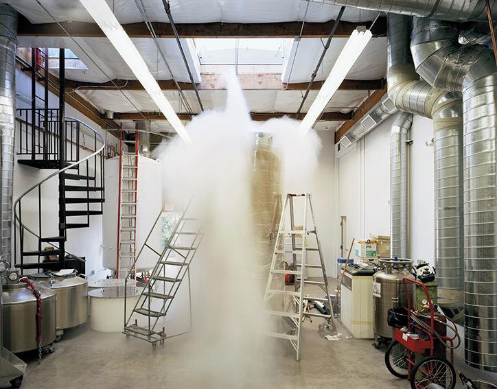 Phòng chăm sóc bệnh nhân gồm những bình chân không đổ đầy khí ni-tơ lỏng ở viện Alcor vào tháng 10/2006.