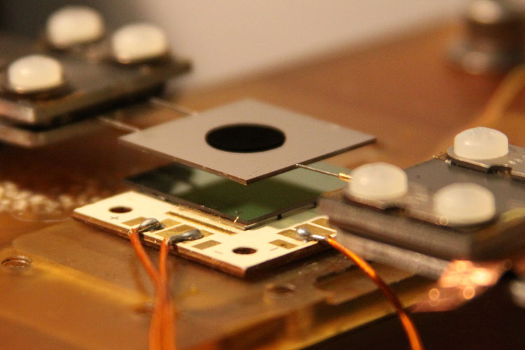 Viên pin năng lượng Mặt Trời đang được thử nghiệm.