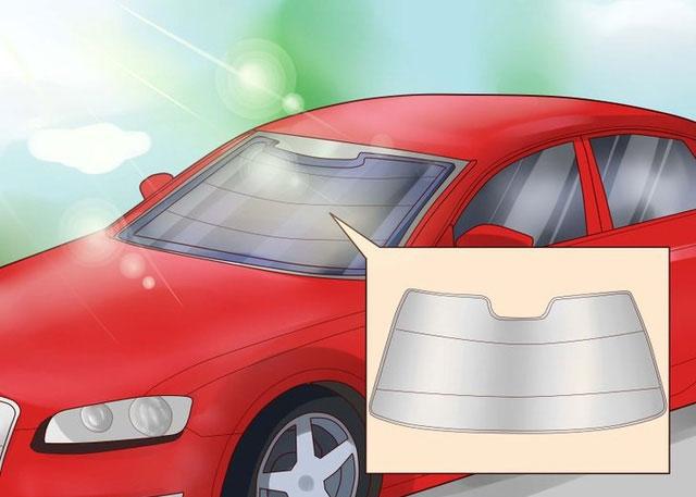 Nếu phải đỗ xe dưới trời nắng nhiều, cần bảo vệ nội thất bên trong, lúc này sử dụng tấm chắn kính là lựa chọn hoàn hảo.