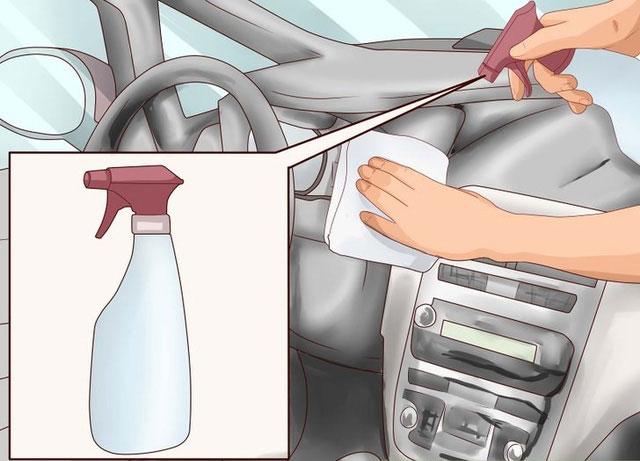 Dùng sản phẩm phụ gia để bảo vệ nội thất bên trong xe.