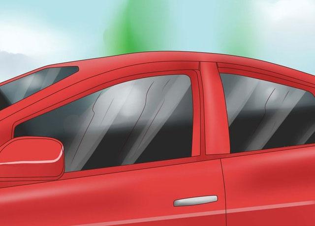 Cân nhắc dùng kính màu khi đi xe dưới trời nắng.