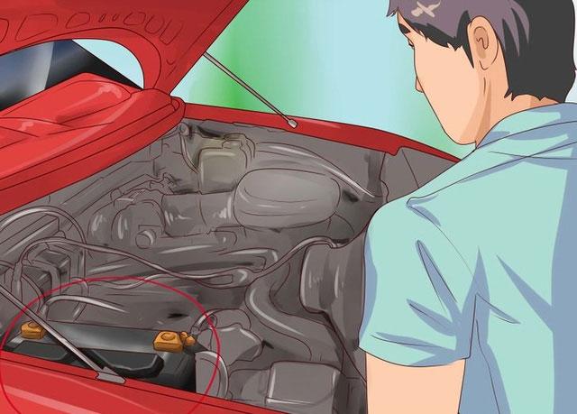 Trời nóng làm nước bốc hơi nhiều sẽ ảnh hưởng tới tuổi thọ của ắc quy xe.