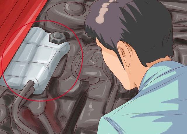 Không nên mở nắp ca pô khi xe vẫn còn nóng.
