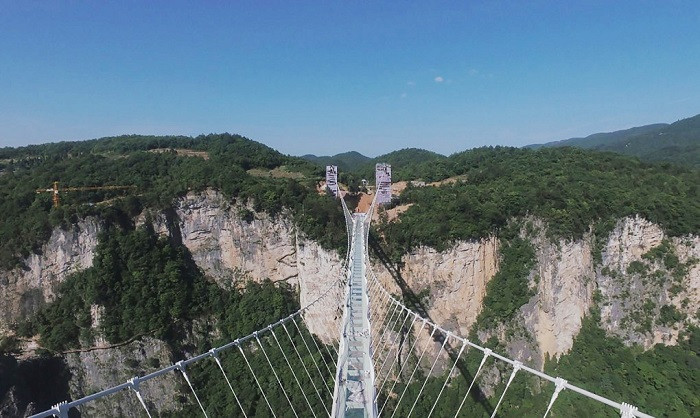 China built a 300 meter high glass bridge connecting the two mouths