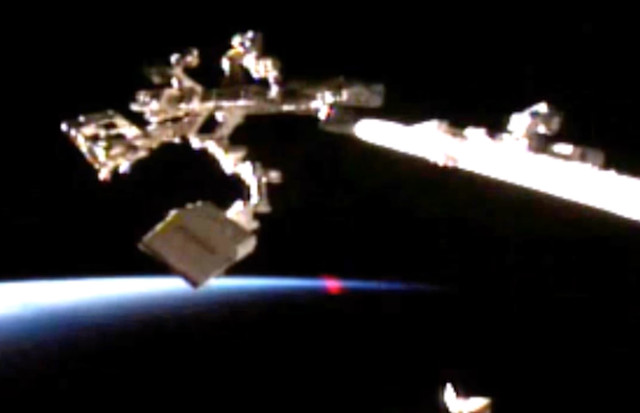 Đốm sáng kỳ lạ do Streetcap 1 quay lại vào ngày 1/6/2016 ngay trạm không gian quốc tế ISS tại vùng quỹ đạo khí quyển Trái đất.
