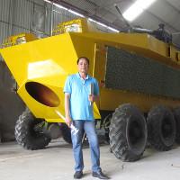 Thợ cơ khí không bằng cấp chế tạo xe bọc thép