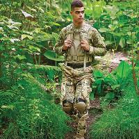 Quân đội Mỹ thử nghiệm chiếc quần một tiếng sạc 4 smartphone