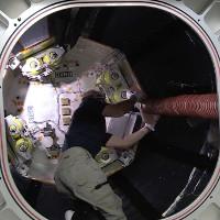 Các nhà du hành đặt chân vào ngôi nhà không gian trên ISS