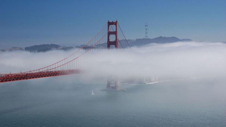 Cầu cổng vàng - biểu tượng của San Francisco.