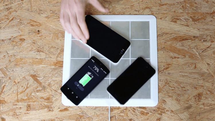 Energysquare cho phép bạn sạc nhiều thiết bị cùng một tốc độ với bộ sạc cổ điển, chỉ bằng cách đặt nó lên một đệm sạc mỏng.