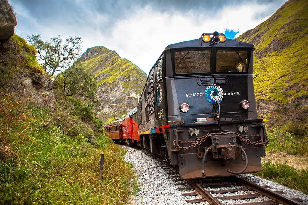 Sau khi hoàn thành khúc chuyển lên dốc đầu tiên vào năm 1902, Nariz del Diablo trở thành đường sắt ngoạn mục nhất thế giới mà các kỹ sư xây dựng có thể tạo nên thời bấy giờ.