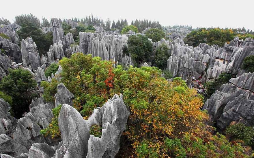 Dãy núi đá vôi ở Thạch Lâm, Côn Minh, Vân Nam.