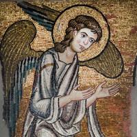Phát hiện chân dung thiên thần nạm vàng nơi Chúa Jesus ra đời