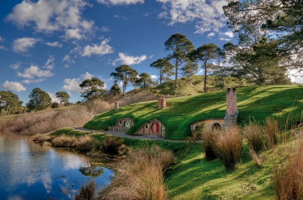 Ngôi làng Hobbit thành một địa điểm tham quan dành cho khách du lịch.