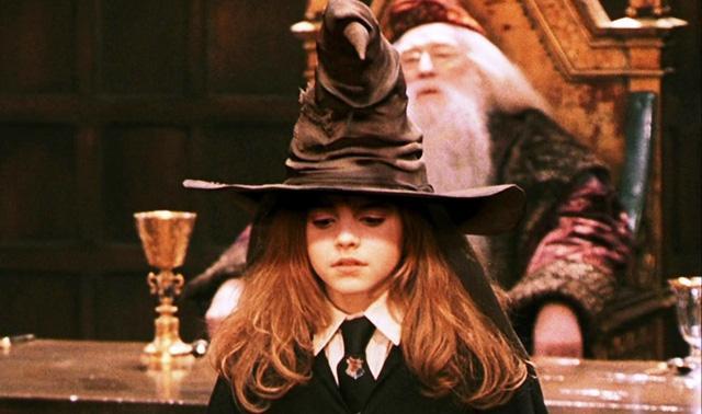 Chiếc nón được bảo quản tại văn phòng hiệu trưởng Hogwarts.