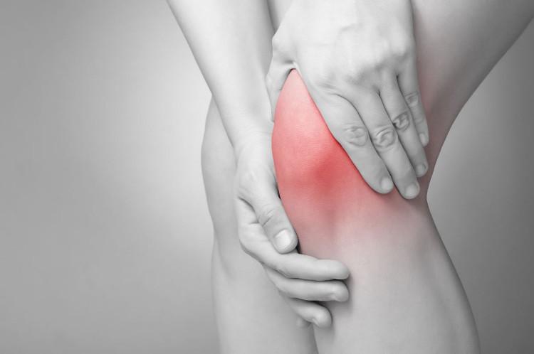 Để phòng tránh bệnh xương khớp, mọi người nên duy trì luyện tập thể dục thể thao mỗi ngày.