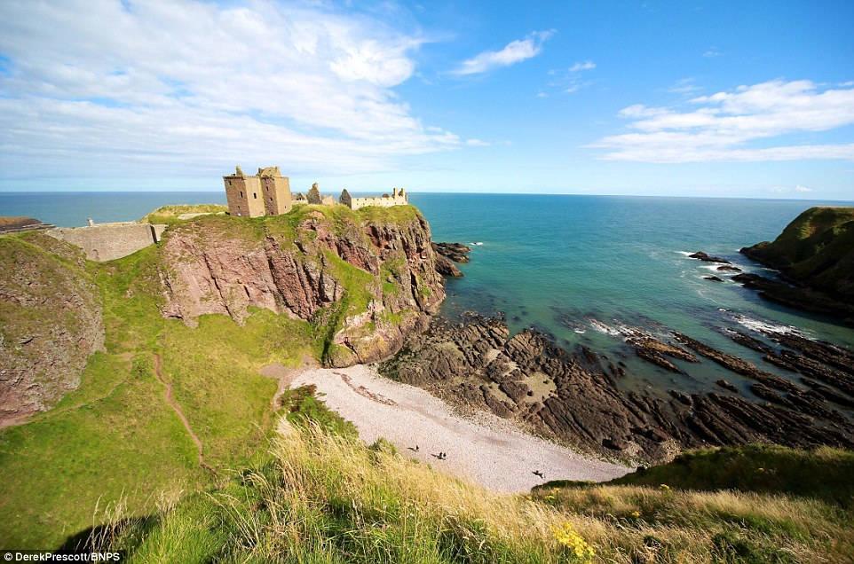 Lâu đài Gwrych được xây dựng vào năm 1812 và mất đến 10 năm để hoàn thành