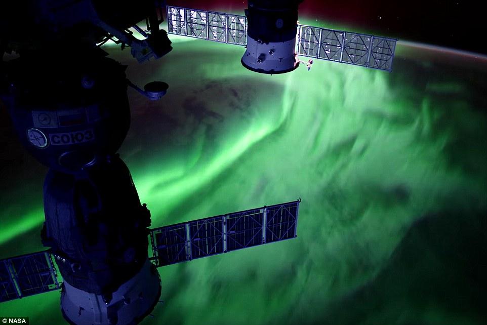 Hiện tượng cực quang tung hoành trên bầu khí quyển Trái đất