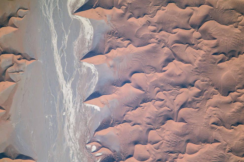 Cuối cùng là vẻ đẹp trừu tượng, mơ hồ cồn cát khổng lồ ở vùng ngoại ô sa mạc Namib ở Nam Phi